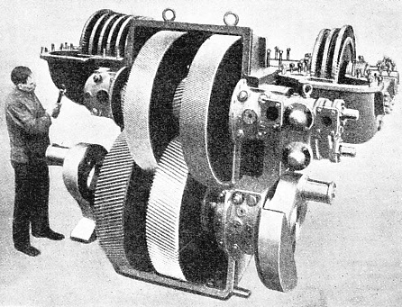 REAR VIEW OF TURBINE AND GEARING of the German locomotive illustrated above